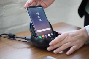 Samsung presenta DEX la docking station per collegare il device in TV