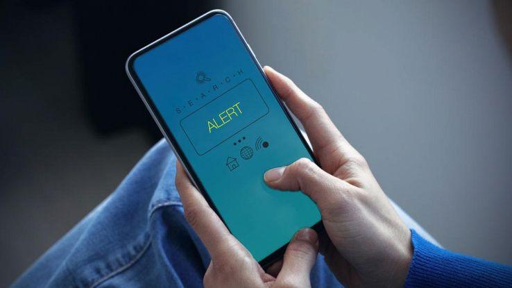 Attenzione Abbonamenti telefonici nascosti nei social allarme della polizia