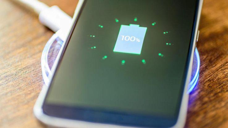 Caricare lo smartphone tutta la notte danneggia la durata batteria