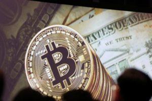 Bitcoin criptovaluta boom di app su negozi digitali