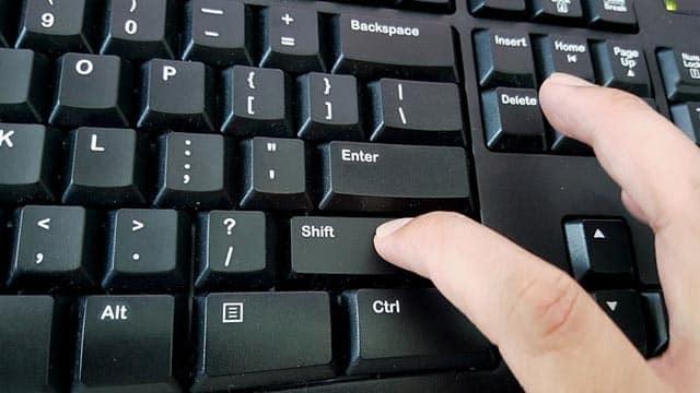 Comandi del computer che sfruttano il trackpad e la tastiera