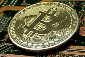 Bitcoin crolla sotto 8000 dollari la criptovaluta perde valore