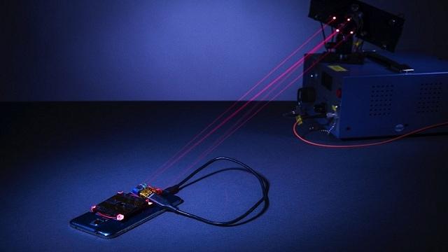 Ricarica wireless del cellulare grazie al laser eliminando i cavi
