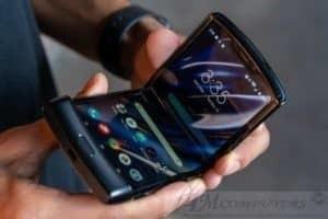 Motorola RAZR: Smartphone con schermo pieghevole ufficiale